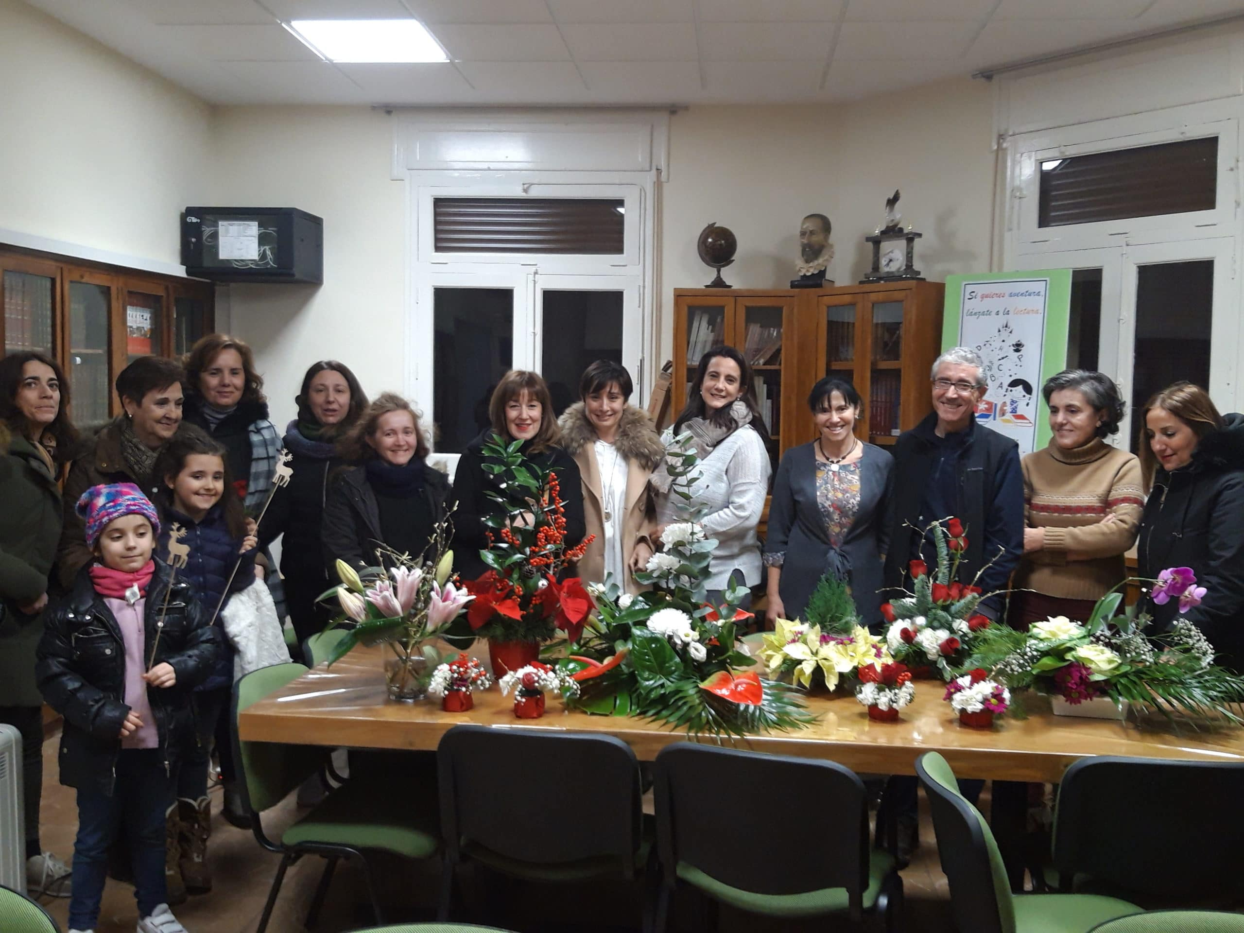Taller de flores navideñas organizado por el AMPA
