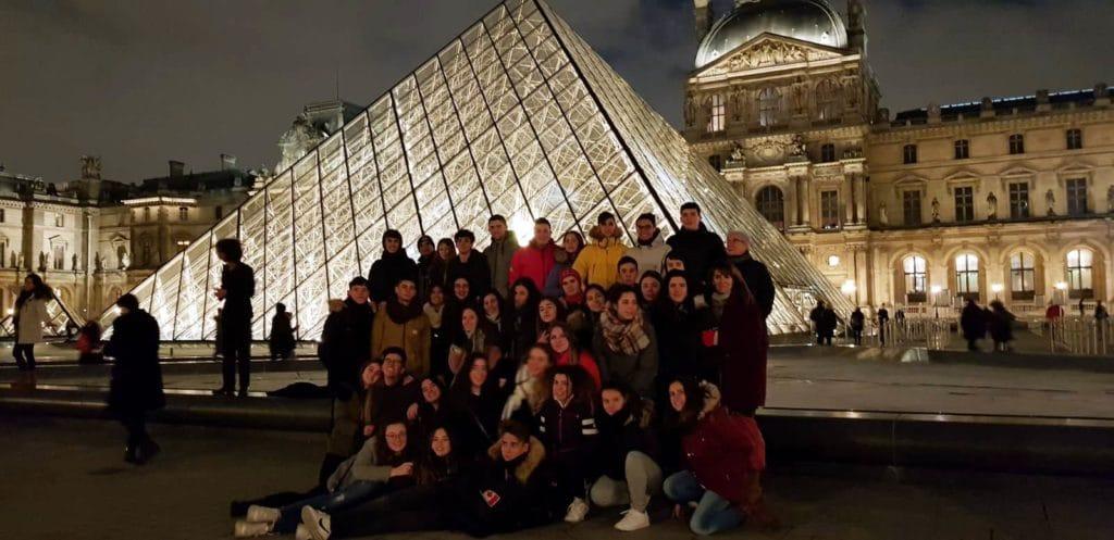 Los alumnos de 2º bachillerato del Colegio Blanca de Castilla llegamos a París