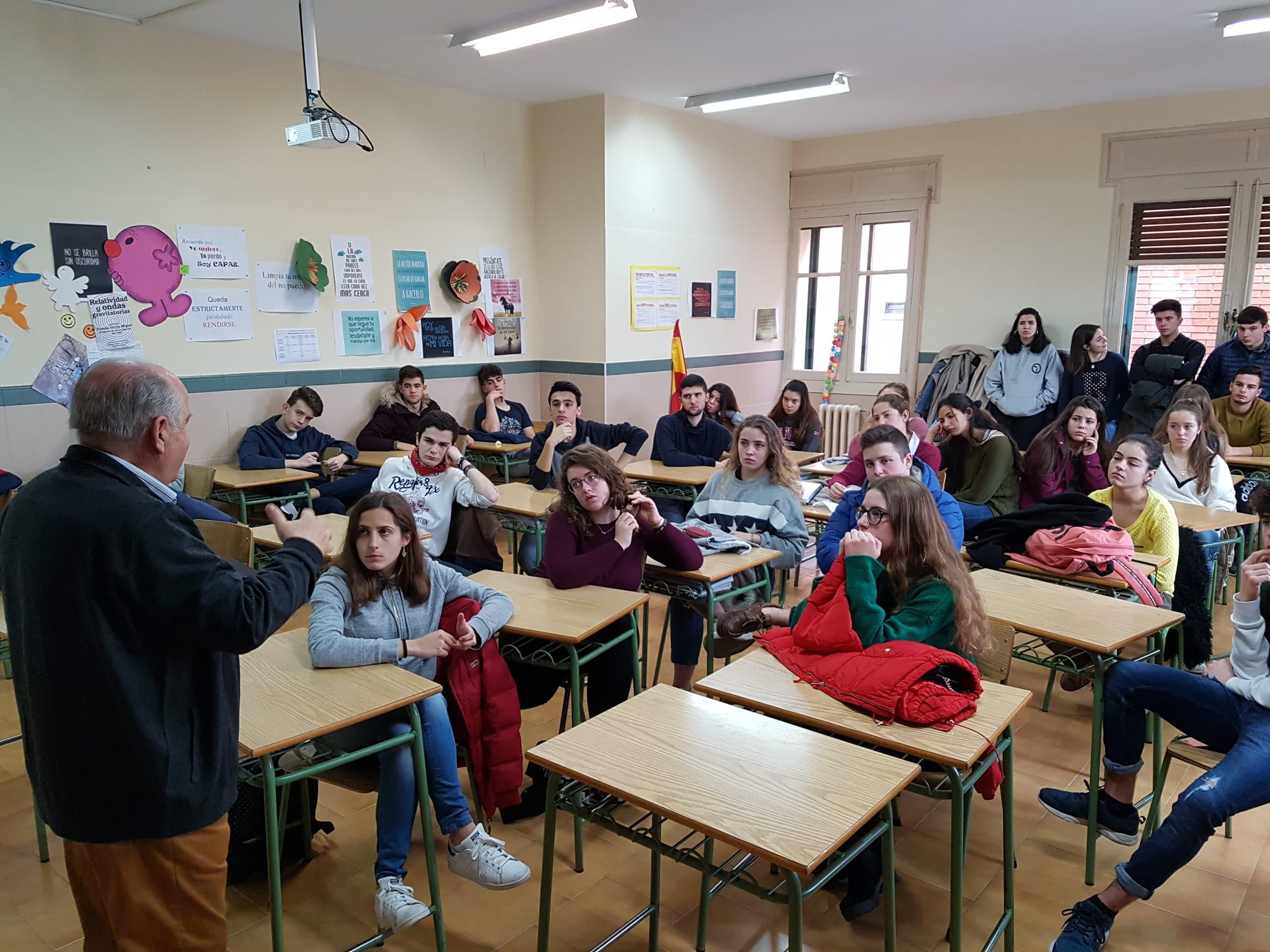 Visita del escritor Carlos Malillos al Colegio Filipense Blanca de Castilla