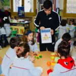 Los alumnos de 3º de Educación Infantil aprendemos con los mayores