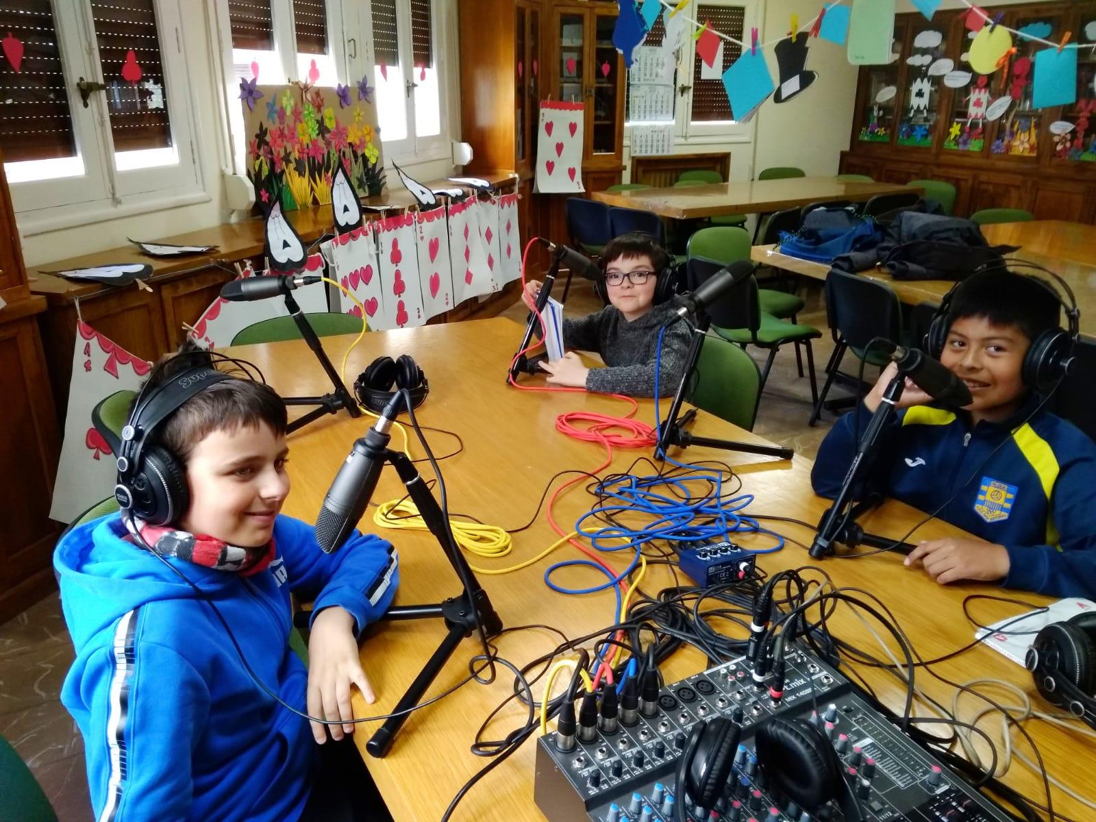 Los Caza-noticias del Taller de radio Onda Filipense