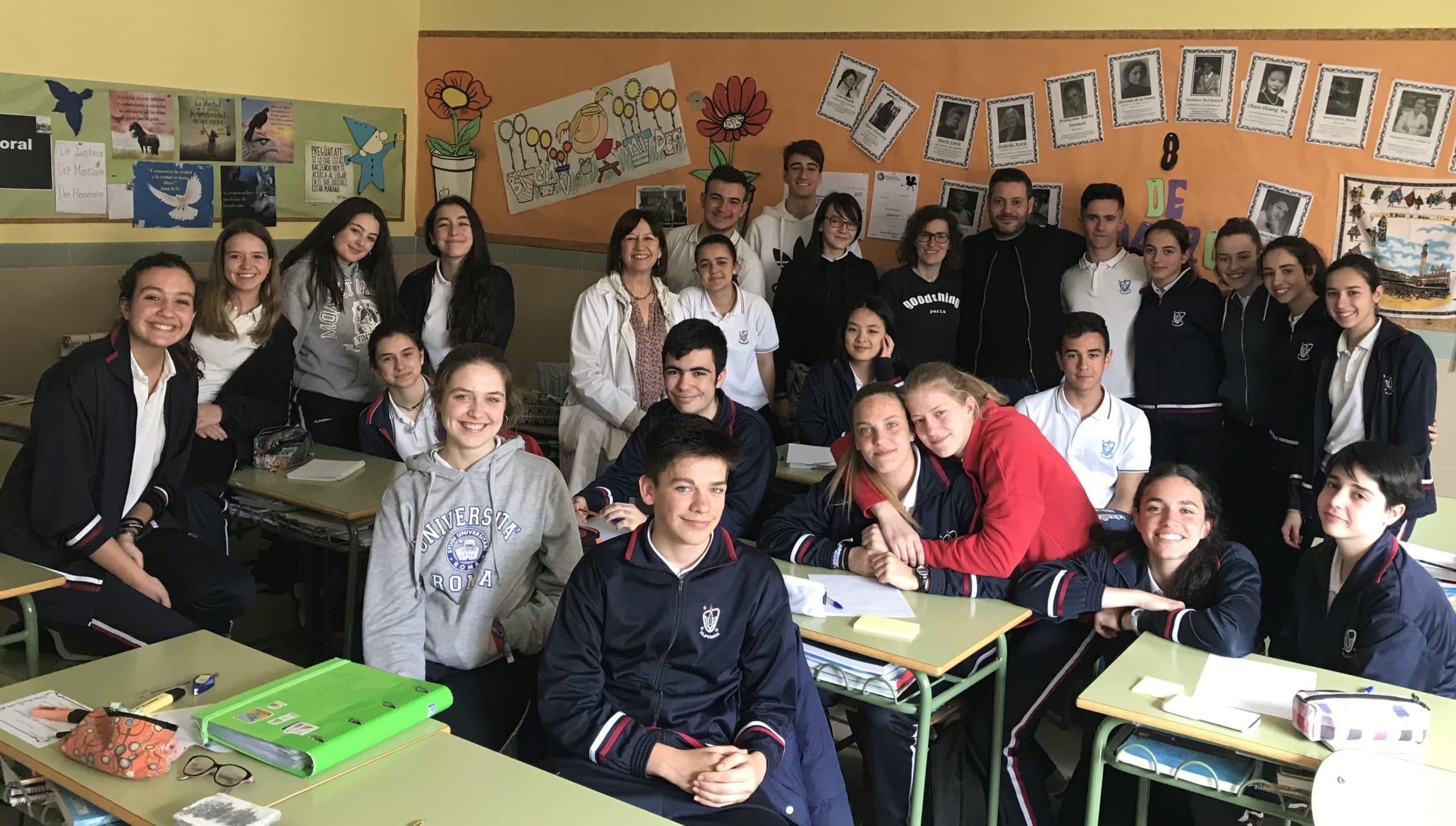 Charla sobre esclerosis múltiple a los alumnos de 1º de bachillerato del Colegio Blanca de Castilla