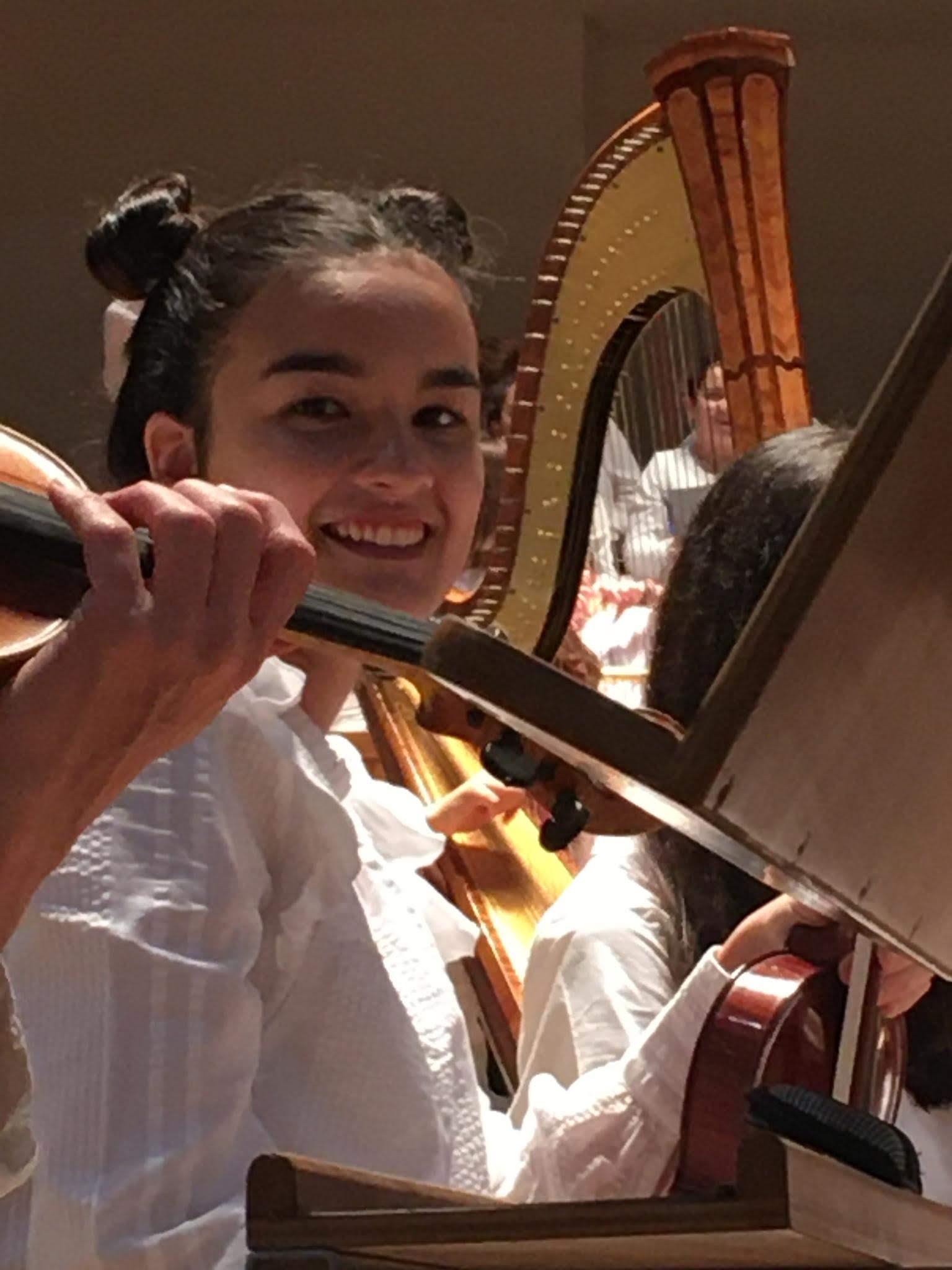 La alumna Marta García Gutiérrez de 3º de la ESO seleccionada para tocar en la Orquesta Dreamers dirigida por el maestroRamón Torrelledó.