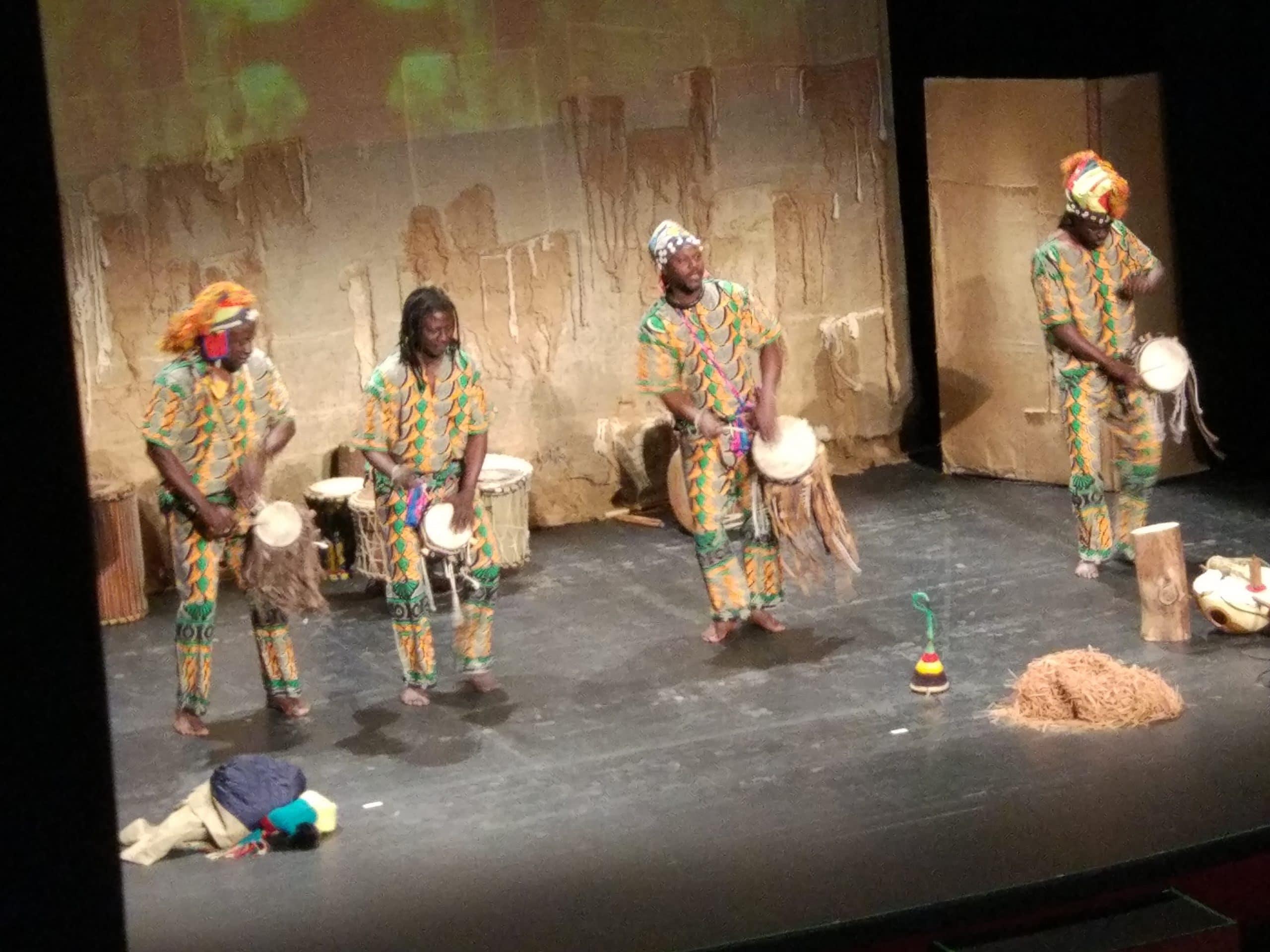 Viaje a Senegal de los alumnos de 2º ESO del Colegio Blanca de Castilla con el grupo Djilandiang
