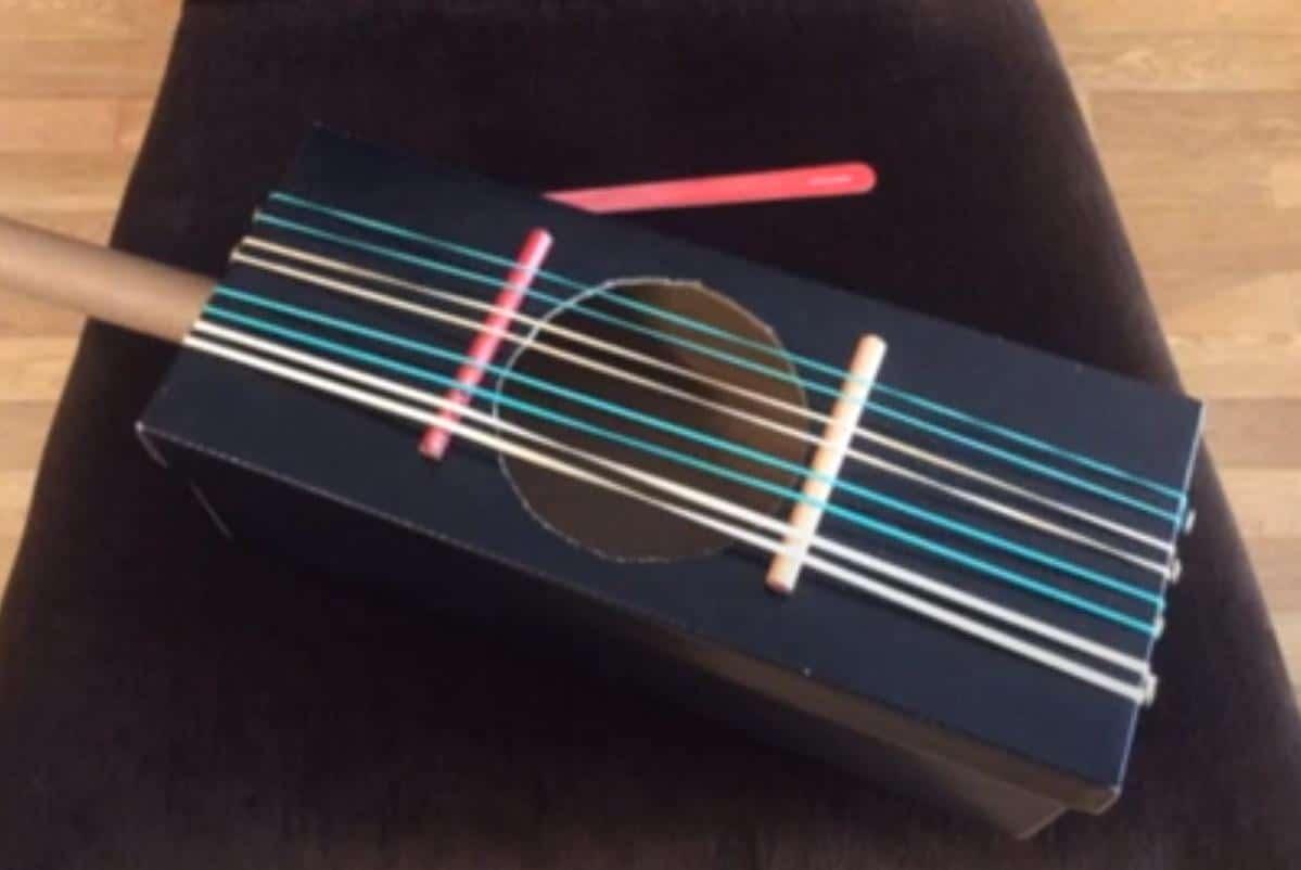 Instrumentos reciclados elaborados por los alumnos de 2º de la ESO