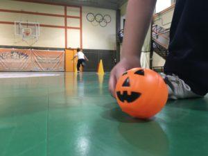 Los alumnos de 1º de Educación Primaria celebran Halloween desde la asignatura de Educación Física